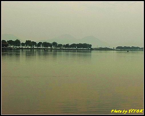 杭州 西湖 (其他景點) - 661 (從北山路湖畔望向西湖十景之 蘇堤 及堤上的錦帶橋)