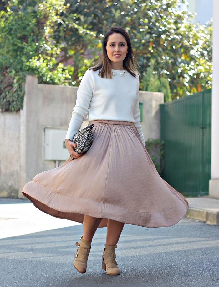 mango_street-zara-necklace_pearls-midi_skirt-look_lady_mode-boots-street_style-zara_people
