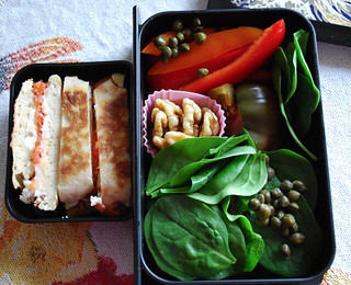 Spinach and red pepper bento
