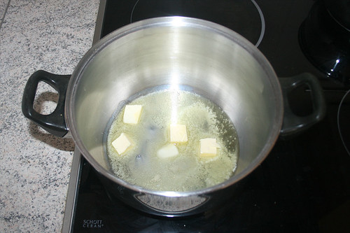 37 - Butter im Topf schmelzen / Melt butter in pot