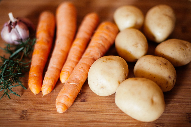 Peixe Assado com Batatas e Cenouras