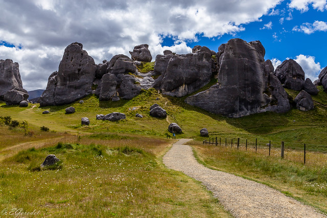 Catle rocks in South Alps (1)
