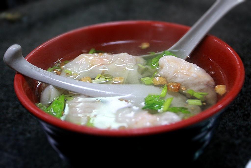 鮮蝦扁食湯,裏頭的扁食頗大顆的