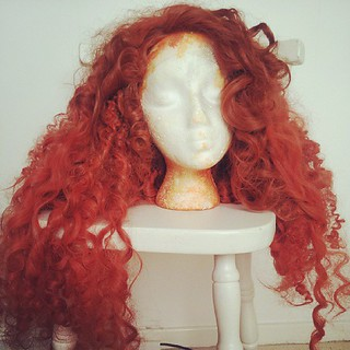 Wig! Still needs more styling and a few bits need recurling but otherwise I am rather happy with it! #meridacosplay #Merida #Meridawig #UKcosplay #valravndesigns #mcmlondoncomiccon