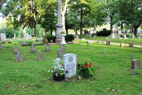 IMG_0938_Old_Sam_Gravesite_in_Oak_Grove_Cemetery_Coldwater_MI