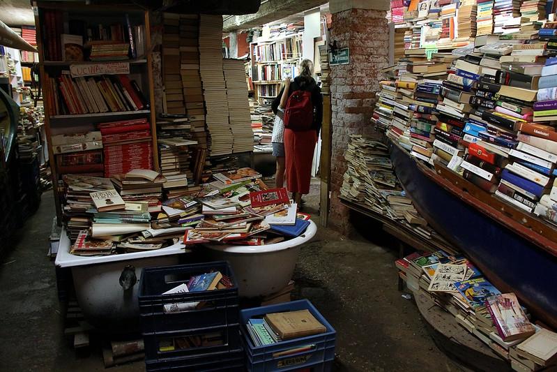 Bookstore Acqua Alta