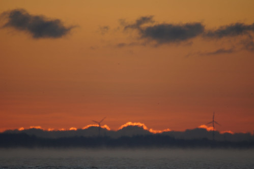 wisconsin sunrise unitedstates windturbine oshkosh lakewinnebago wisconisin menomineepark oshkoh sonyslta65 sigma150500mm5663