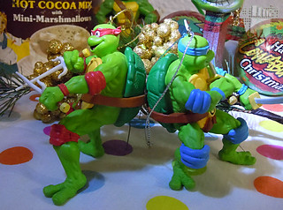"AMERICAN GREETINGS :: TEENAGE MUTANT NINJA TURTLES - ""Leonardo"" Ornament x /  .. with A.G. Raphael ornament '12  (( 2013 ))"