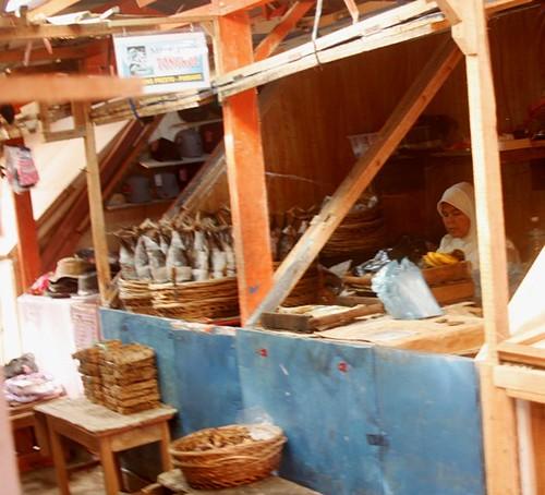 Lesu, Perdagangan Ikan Laut