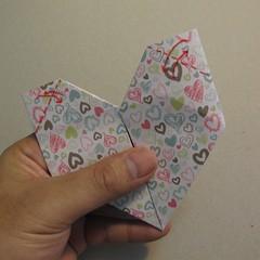 วิธีการพับกระดาษเป็นรูปหัวใจ 014