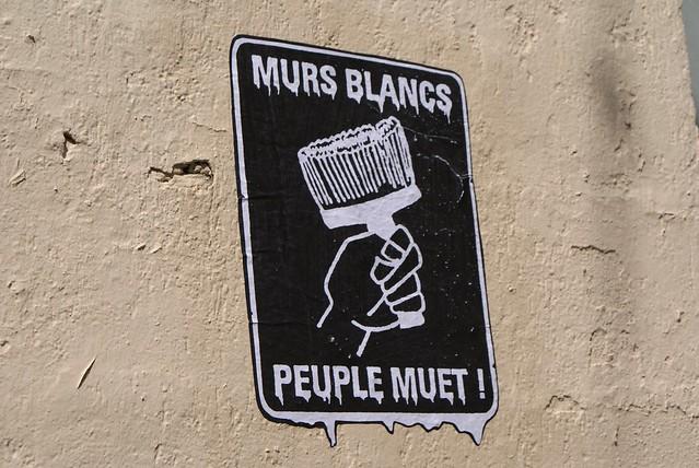 Murs blancs, peuples muet