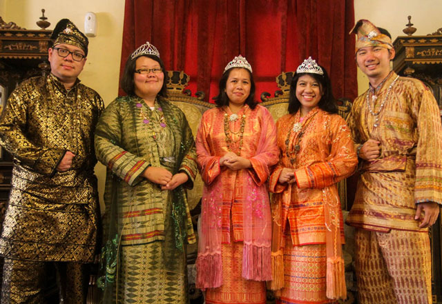 Indonesia - North Sumatra - Medan - Maimoon Palace - Family photo