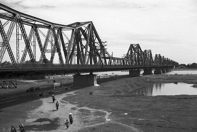 HANOI 1940 - Paul Doumer Bridge - Cầu Long Biên khi còn nguyên vẹn