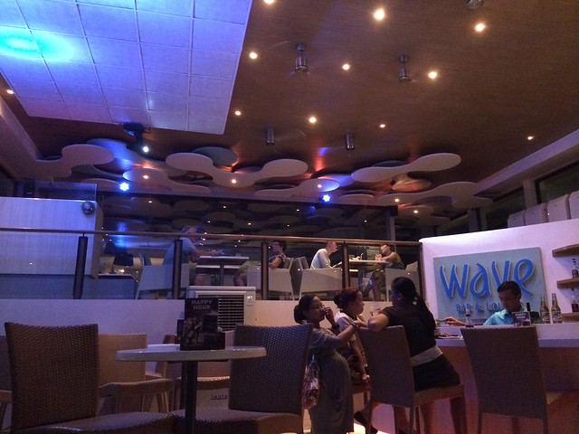 Wave Bar & Lounge