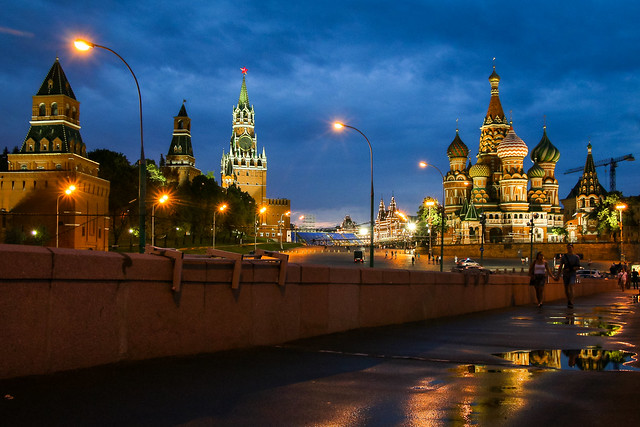 Red square view from Bolshoy Moskvoretsky Bridge, Moscow, Russia モスクワ、ボリショイ・モスクヴァレツキー橋から見た赤の広場