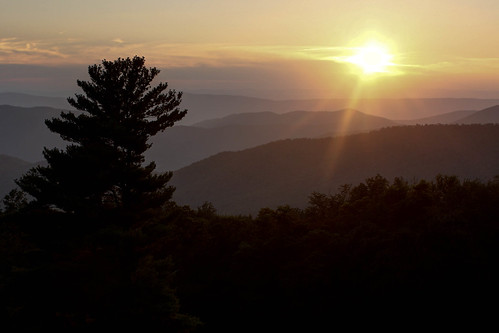 park sunset usa sun mountains tree virginia nationalpark northamerica blueridgemountains shenandoahnationalpark hazeltopridgeoverlook scoreme31 pagecounty appalachianhighlands
