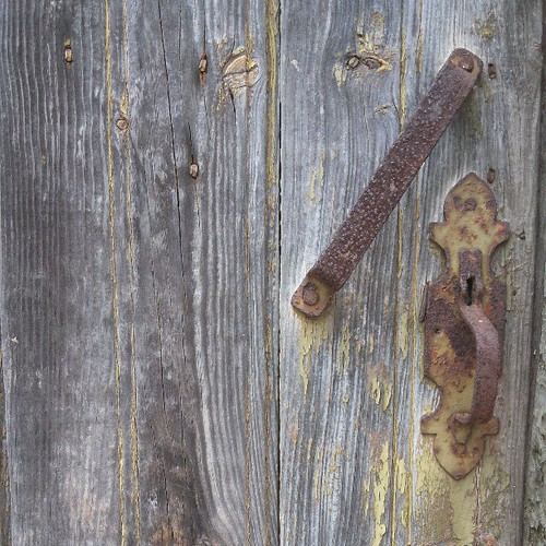 #wood #doors #doorsworldwide #doors_p #keyhole #rust by Joaquim Lopes