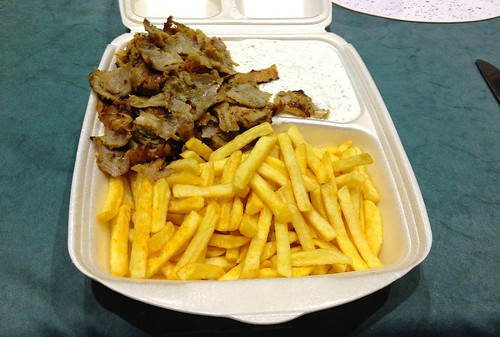 Dönerteller mit Pommes Frites / Kebab with french fries
