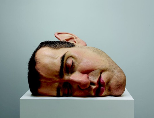 Ron Mueck Mask II, 2002 (Máscara II) Procedimientos y materiales varios 77 x 118 x 85 cm Anthony d'Offay, London Cortesía Fondation Cartier pour l'art contemporain, Paris. Foto: Patrick Gries