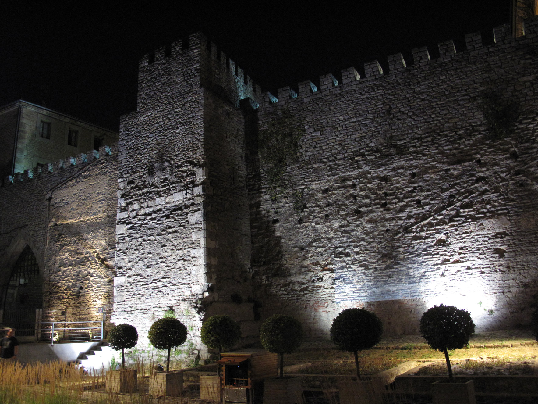 muralla vitoria_restauracion_apraiz_iluminacion