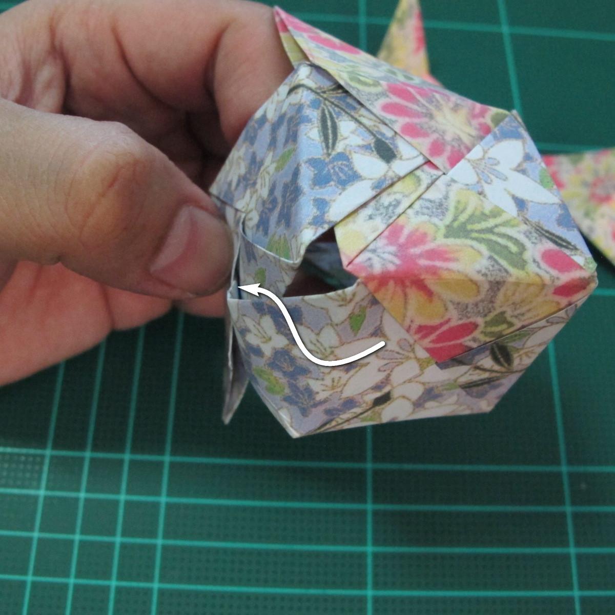 การพับกระดาษเป็นรูปเรขาคณิตทรงลูกบาศก์แบบแยกชิ้นประกอบ (Modular Origami Cube) 026