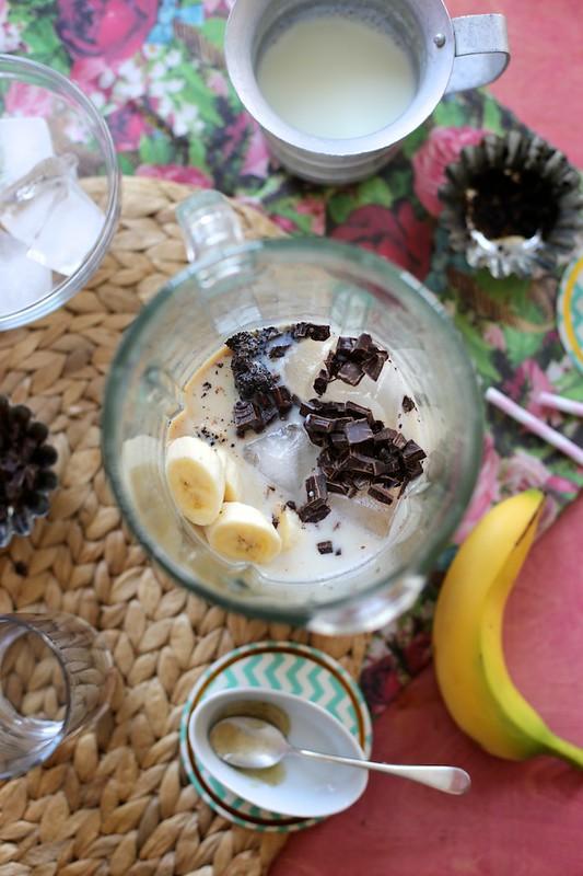 banana, leche y cafe con chocolate