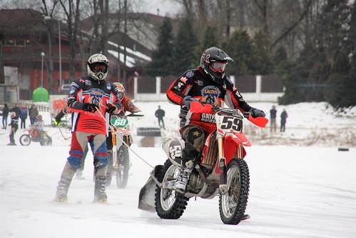 Skijorings un ziemas motokross uz Vējupes Ādažos