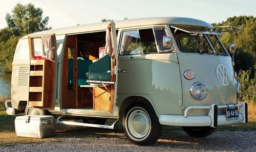AR-44-90 Volkswagen Transporter Riviera camper 1966