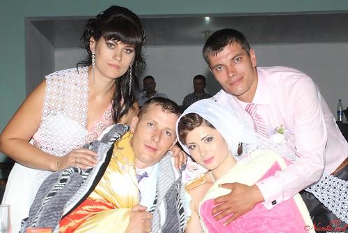"""Concursul Obiceiul """" Dezbrăcatul miresei!!!"""" > Andrei şi Vera"""