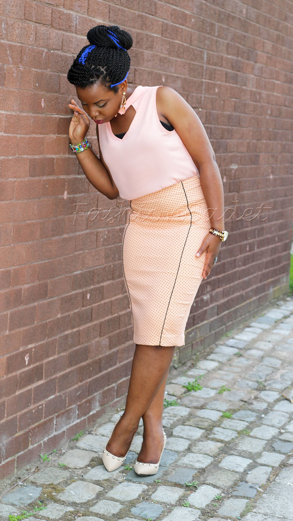 how-to-wear-head-to-toe-pastel, pastel coral top, polka dot skirt, pastel coral polka dot skirt, pastel coral pencil skirt, pencil skirt, coral heels, how to wear pastel head to toe