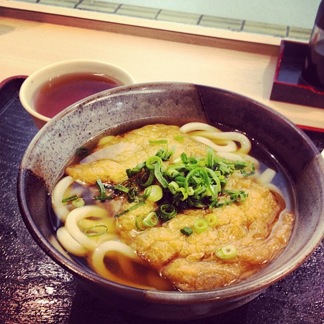 Photo:Good morning from #Osaka~ \(^o^)/ #大阪 から、おはよう〜 #うどん #きつね #日本 #Japan #mytravels By girlwholovesred