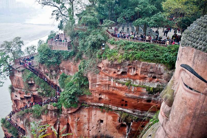 Escaleras de acceso al Gran Buda de Leshan