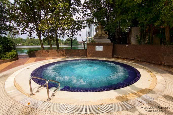 jacuzzi-holiday-villa-hotel-suites-subang