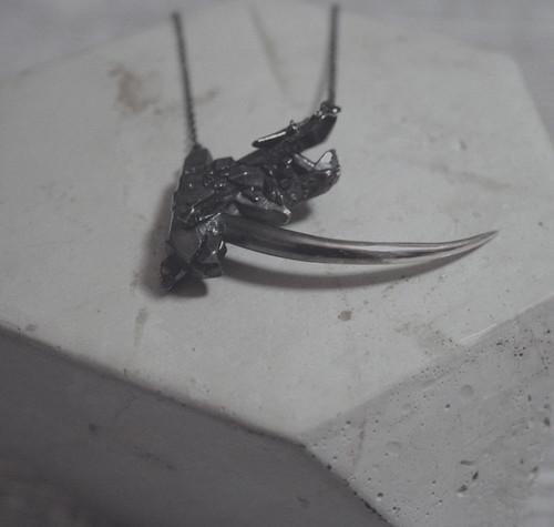 LaLaYeah - collier cristal et épine  - copyright LaLaYeah (1)