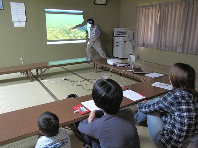 スライドを使って解説する内藤先生.