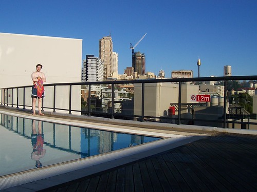 2005-04-29-sydney-jonathan-pool2