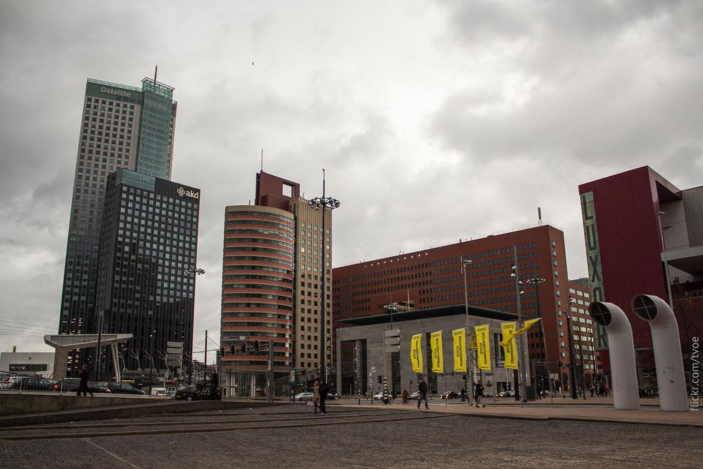 Площадь Вильгельмины и офис Deloitte