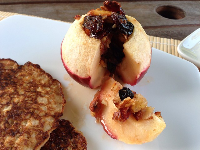 baked apples stuffed with fruits and almonds