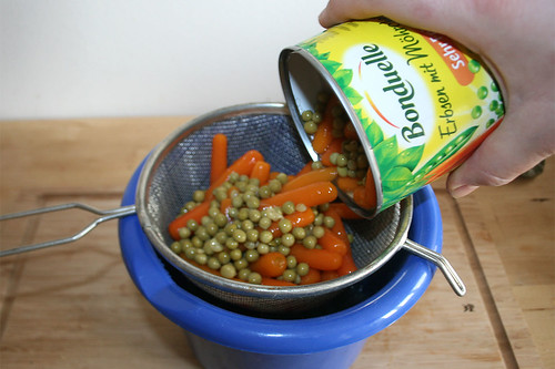 20 - Erbsen & Möhren abtropfen lassen / Drain peas & carrots