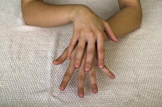 Fricción sobre el dorso de la mano