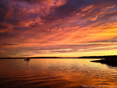 ocean camera sunset sky me nature water colors clouds landscape boat photo scenery phone view maine scenic newengland dramatic lobster iphone harpswell lookoutpoint