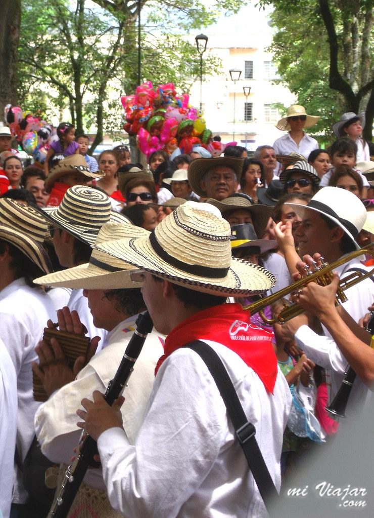 Tolima, banda musical en el Desfile de San Pedro