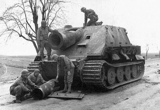 Sturmmörserwagen 606:4 mit 38 cm RW 61 (a.k.a. Sturmtiger).
