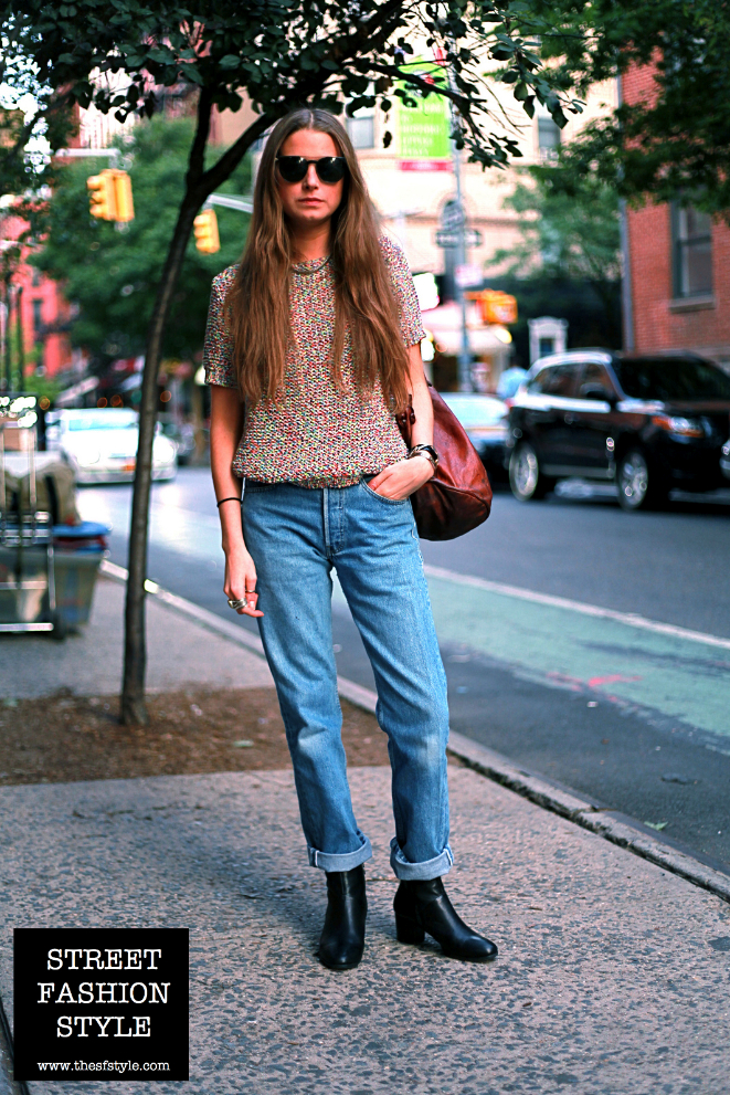 short sleeve knit top, boyfriend jeans, cuban heel chelsea boots, leather bucket bag, streetstyle, street fashion style, new york fashion blog,