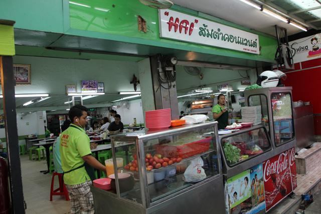 Hai Som Tam Convent (ไฮส้มตำคอนแวนต์) in Silom