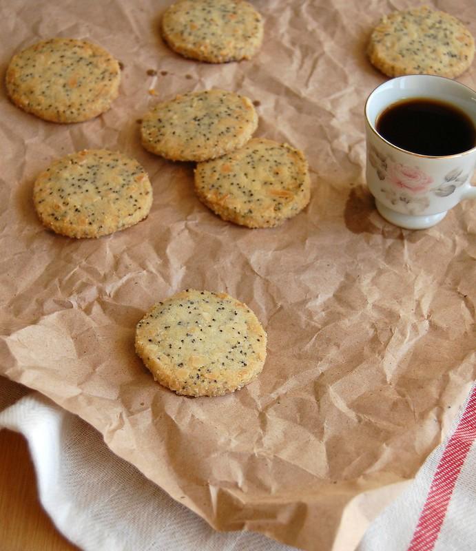 Almond poppy seed cookies / Biscoitos de amêndoa e sementes de papoula