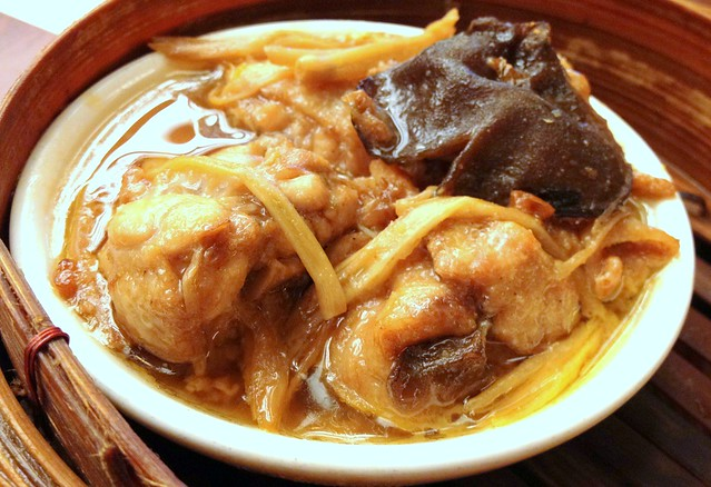 Steamed Chicken with Ginger and Black Fungus