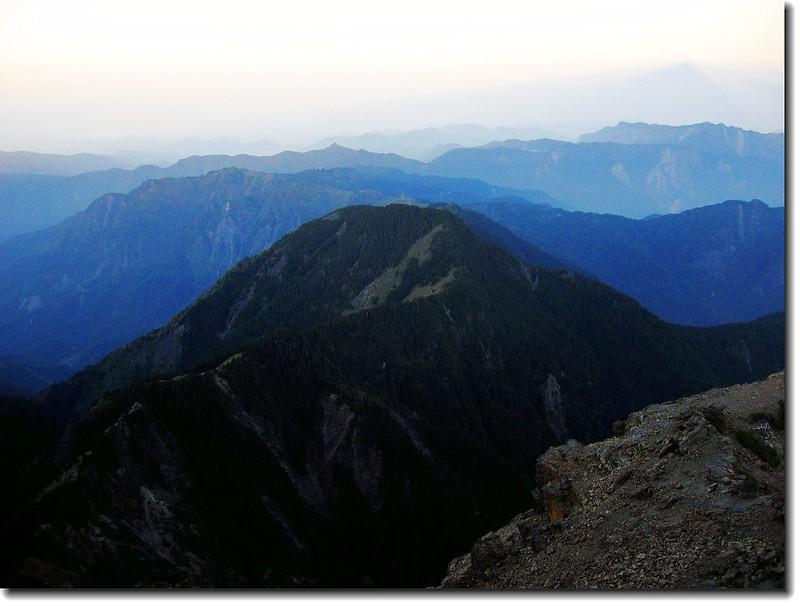 玉山頂俯瞰西邊山頭 1