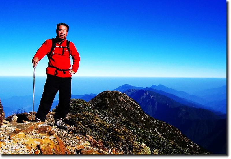 玉山北峰(elev. 3858 m 後為北北峰及郡大、西巒稜線)