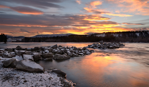 november winter snow yukon whitehorse yukonriver freezeup northerncanada eveningtwilight freezingtemperatures